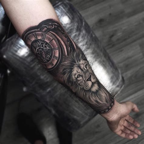white lion tattoo half arm clock tatuaggio