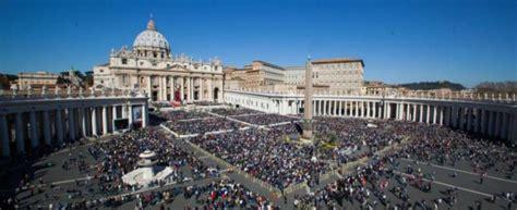 film sui misteri del vaticano abusi sessuali sui chierichetti del papa il vaticano
