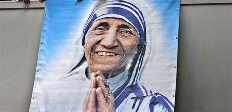 santa teresa de calcuta bienvenida a la luz de los salen a luz dos operaciones secretas de la madre teresa en