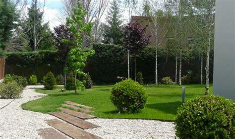 objetos para decorar jardines decorar jardines con materiales reciclados qu otras ideas