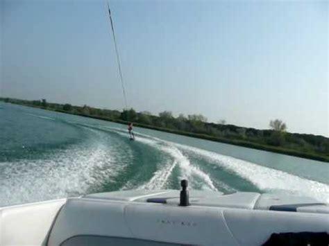 speedboot wakeboard chico 9 jaar oud wakeboarden in italie achter speedboot