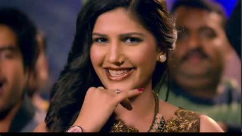 sapna choudhary love bite watch bigg boss 11 contestant sapna choudhary groove to