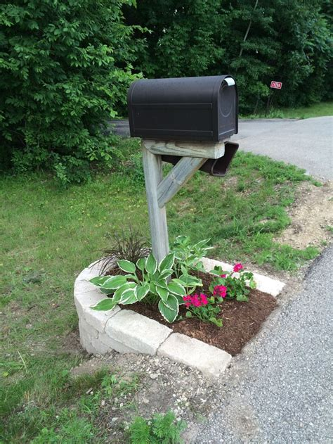 Mailbox Garden Ideas 17 Best Ideas About Mailbox Landscaping On Pinterest Mailbox Planter Mailbox Flowers And