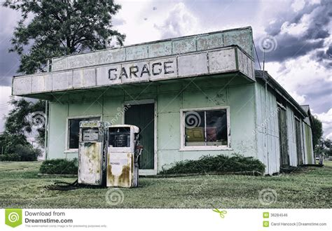 4 Car Garage Plans an old service station in queensland australia stock photo