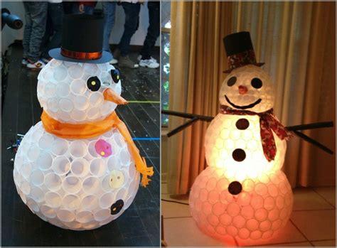 Formidable Apprendre La Decoration D Interieur #2: bonhomme-de-neige-faire-soi-meme-gobelets-plastique-chapeau-carton-noir.jpg