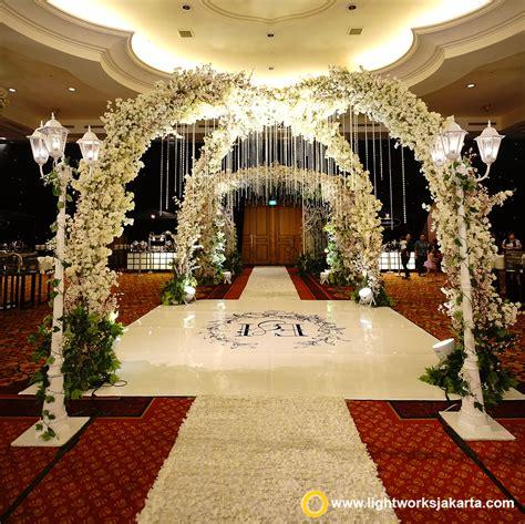 Eiffel Wedding Cake Jakarta by The Wedding Castle Lightworks