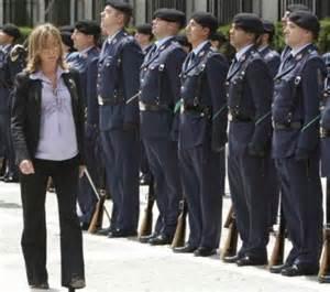 Muerte Maternal Disaster Celana Cargo la baja maternal de la ministra de defensa