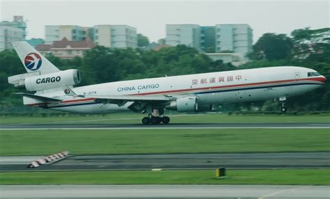file china cargo airlines boeing md11f b 2174 jpg wikimedia commons