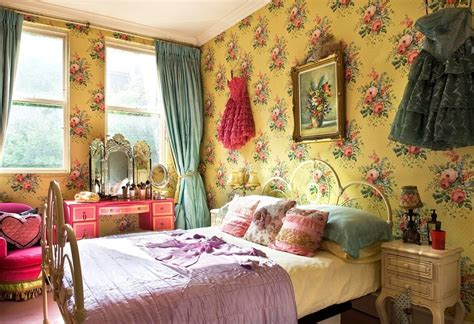 Vintage Room Decor Beautifull Wallpaper With Flower Accent In Vintage Bedroom Decor And Pleasant Bed Inside