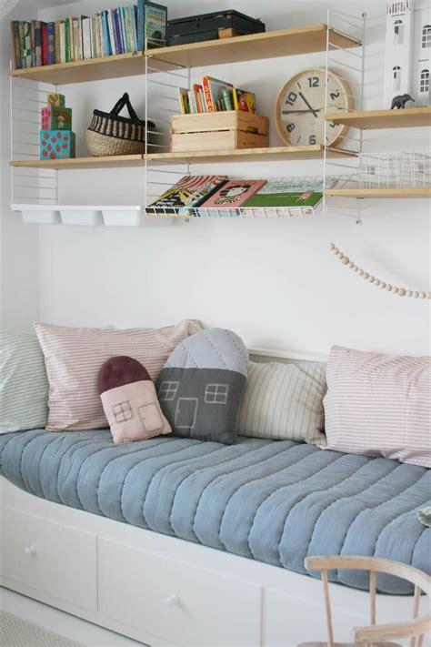 selection of the best day beds apartment apothecary die besten 25 schutzgitter bett ideen auf pinterest