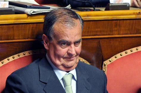 lavorare in francia con carta di soggiorno italiana immigrati calderoli lega nord quot italiani cornuti e