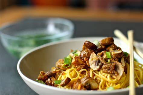 mie ayam jamur mushroom chicken noodle indonesian food mie ayam jamur mushroom chicken noodle 183 how to cook