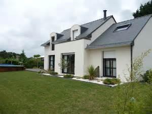 construction d une neuve contemporaine par maisons