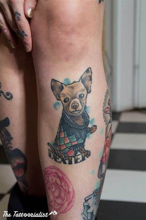 kleines im illustrativen stil farbiges bein tattoo mit