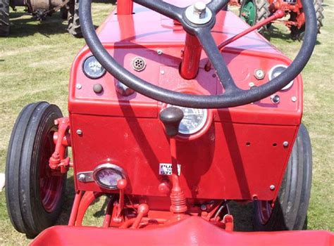 International Harvester B275 Tractor 1961 Detail 2
