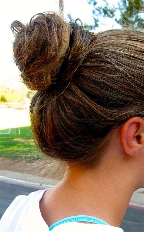 gibson knot hairdo for wet hair top knot bun for wet hair hairspiration pinterest