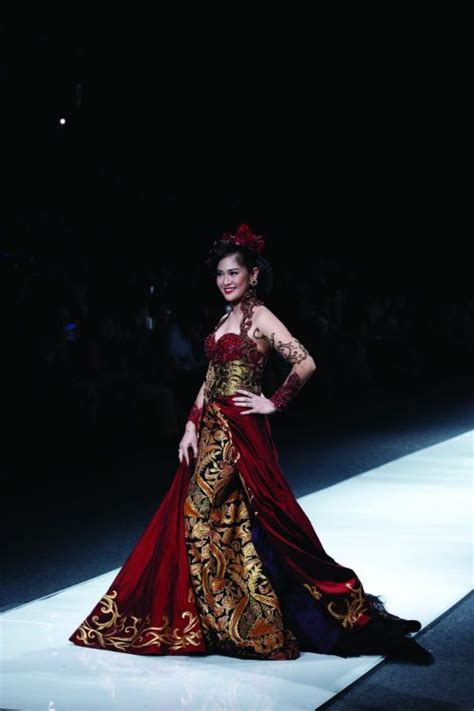 anne avantie modern kebaya pinterest indonesian modern kebaya by anne avantie kebaya