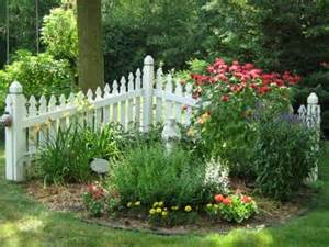 Fencing Ideas For Small Gardens Small Garden Fence Images