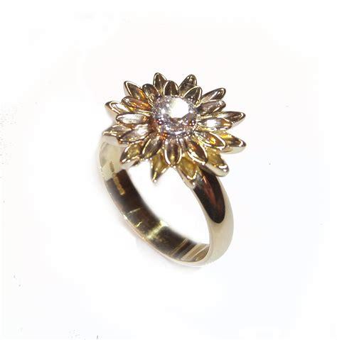 flower design diamond ring 18ct yellow gold single diamond flower design ring