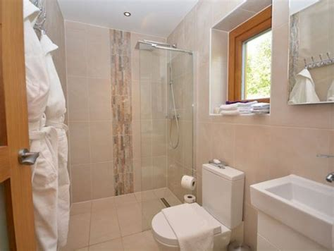bathrooms oxfordshire downs farm lodges oxfordshire bathroom logcabinholidays com