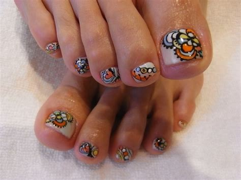 flower design on toes 301 moved permanently