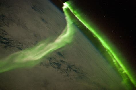 apod 2010 july 1 above aurora australis