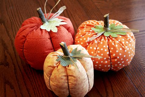 Pattern For Fabric Pumpkins | fabric pumpkins tutorial craft buds