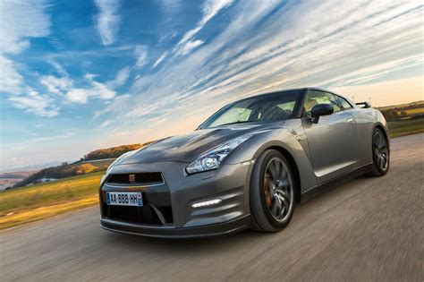 Nissan Car Wallpaper Hd by Nissan Gtr 25 Free Hd Car Wallpaper