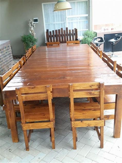 Wood Pallet Dining Table Sixteen Seater Pallet Dining Table Pallet Dining Tables Pallet Furniture And Pallets