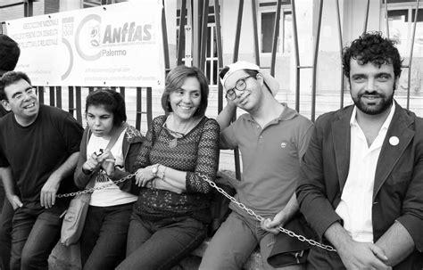 ufficio diritto allo studio catania studenti disabili incatenati per il diritto allo studio