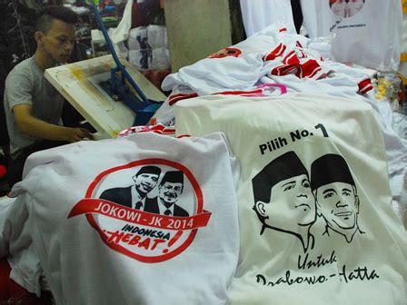 Kaos Pesta Demokrasi Graphic 1 pedagang atribut capres di pasar senen panen