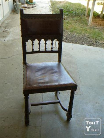 vend un buffet henri ii avec 5 chaises dessus cuir et