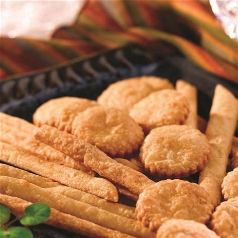 Cal Cheese Wafer Stick 330 G blue and cheddar cheese straws and wafers