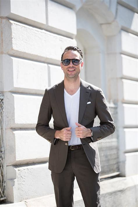 how to wear a white suit for your wedding brides how to wear a suit with a t shirt he spoke style