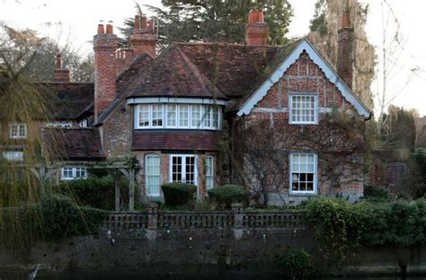 george michael house inside george michael s stunning house in goring on thames where pop icon quot passed away