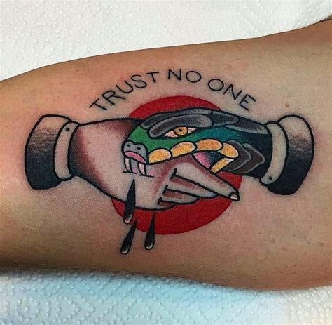 tattoo done old school 25 best ideas about old school tattoos on pinterest