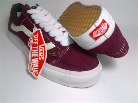 Sepatu Vans Era Maroon vans skool maroon shoes shop id