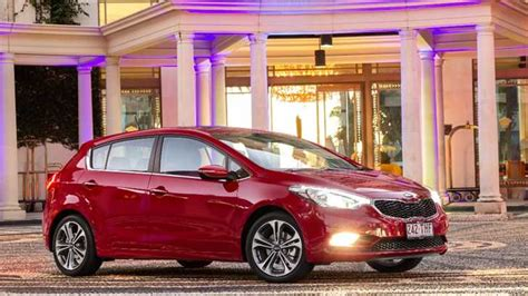 review kia cerato hatchback review drive