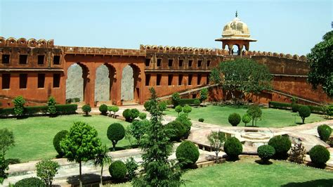 courtyard definition 100 courtyard definition gaol meaning and