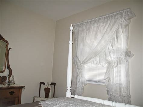 Priscilla Curtains Bedroom by Top 25 Best Priscilla Curtains Ideas On Country Curtains White Lace Curtains And