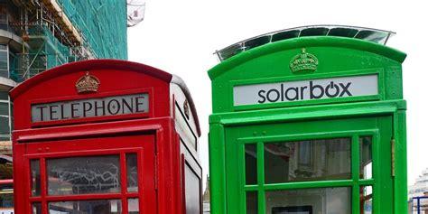 cabine telefoniche londra londra le cabine telefoniche si tingono di verde