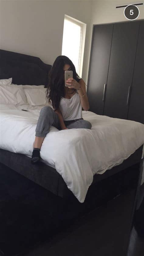 bed selfies pants madison beer grey white black grey sweatpants