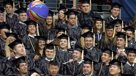 Of Connecticut Mba Bloomberg by Mbas Are Graduating Into The Best Market In A Decade