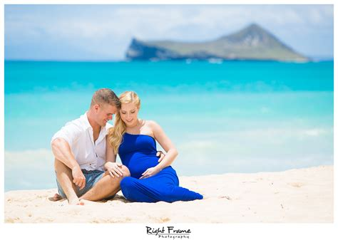Maternity Photography Hawaii {BELLOWS BEACH} by Right Frame