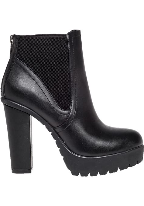 steve madden amandaa leather boots in black lyst