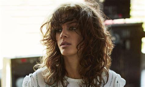 cortes para cabello rizado para mujeres de 50 aos 10 cortes para pelo rizado 161 que no te quitar 225 s telva com
