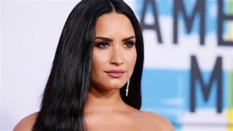 Clarkson New Single Sober by Demi Lovato Breaks While Performing Sober For The