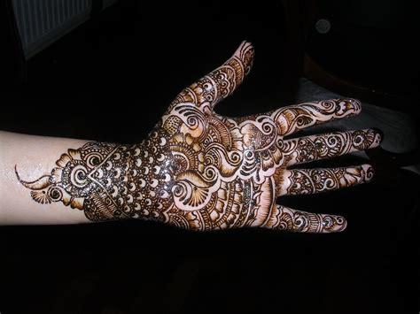 18 fashion bridal mehndi designs
