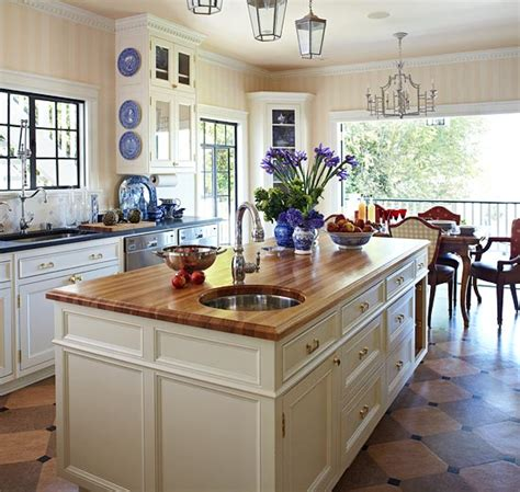 Traditional Kitchens With Islands | stylish islands for traditional kitchens traditional home