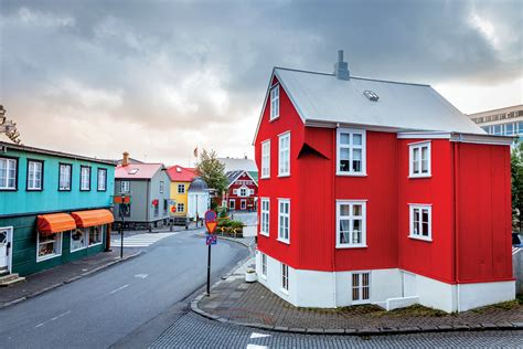airbnb iceland how airbnb is reshaping our cities geographical